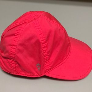 Ivivva hat, hot pink, size M/L